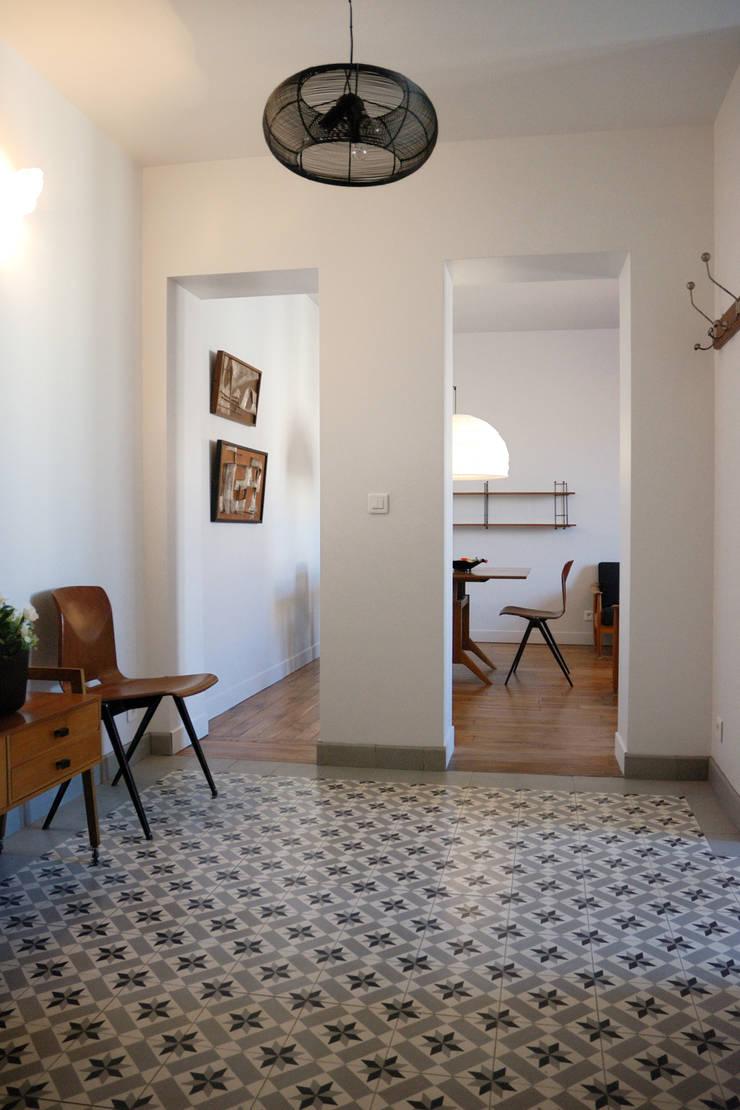Hall: Couloir et hall d'entrée de style  par Créateurs d'Interieur