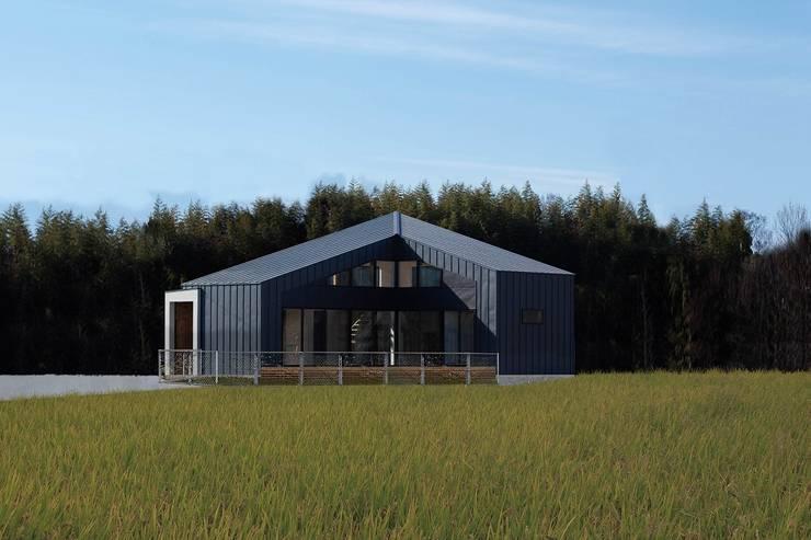 External Apperance(Evening View): STaD(株式会社鈴木貴博建築設計事務所)が手掛けた家です。,
