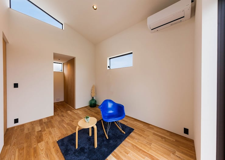 Master Bed Room: STaD(株式会社鈴木貴博建築設計事務所)が手掛けた寝室です。,