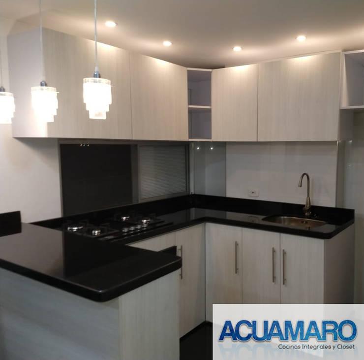 Cocinas integrales: Cocinas integrales de estilo  por Acuamaro,