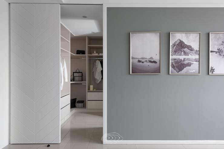 水波 ‧ 靜謐:  更衣室 by 層層室內裝修設計有限公司,