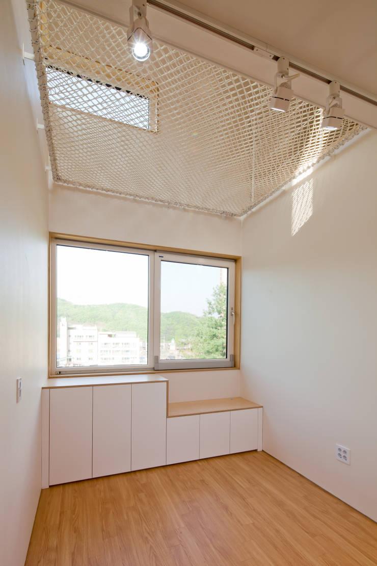 2층 가족실: 위드하임의  거실,