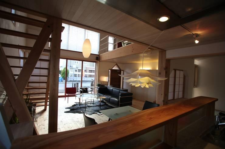Living room by 株式会社高野設計工房, Scandinavian