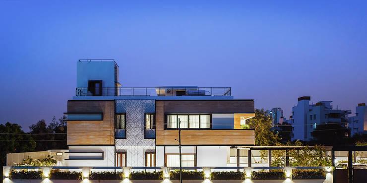 Single family home by Mr. Blueprint, Modern Sandstone