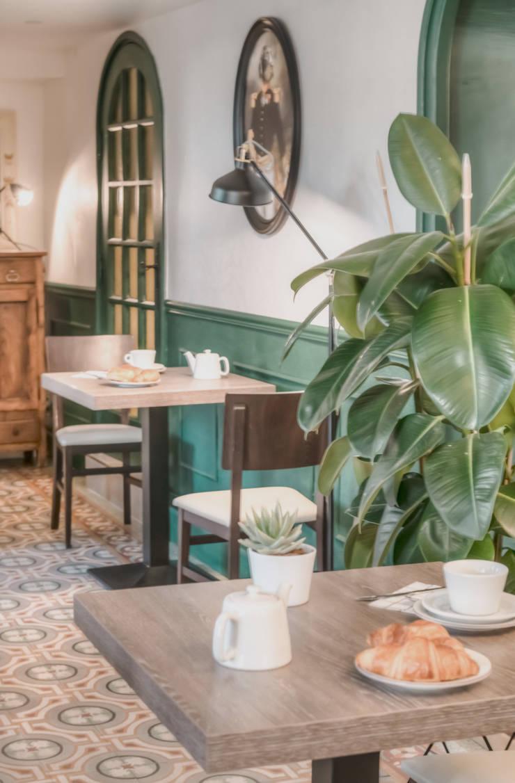 Le Chêne Vert: Hôtels de style  par Agence Maïlys MOUTON