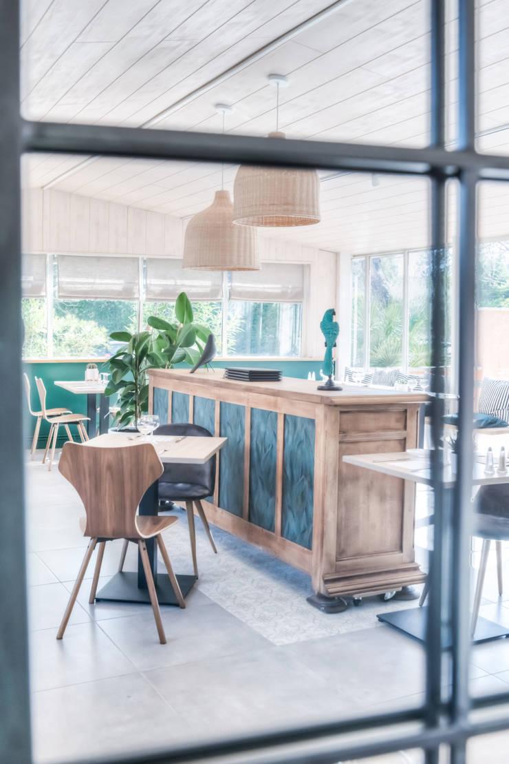 Le Chêne Vert: Restaurants de style  par Agence Maïlys MOUTON
