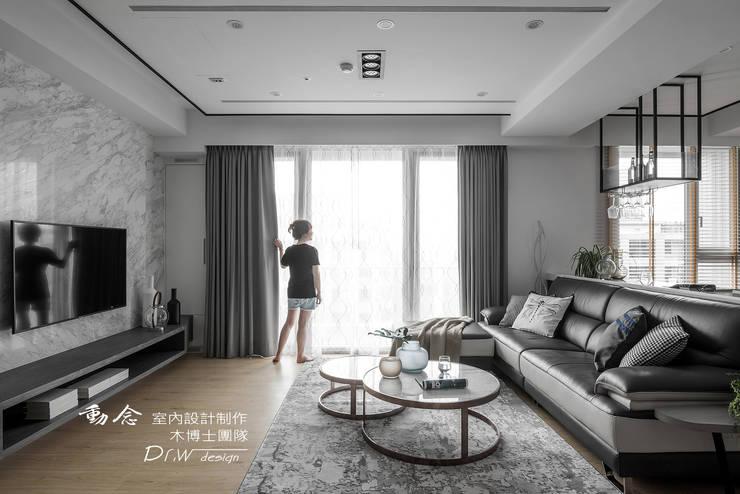 Salas / recibidores de estilo  por 木博士團隊/動念室內設計制作, Moderno