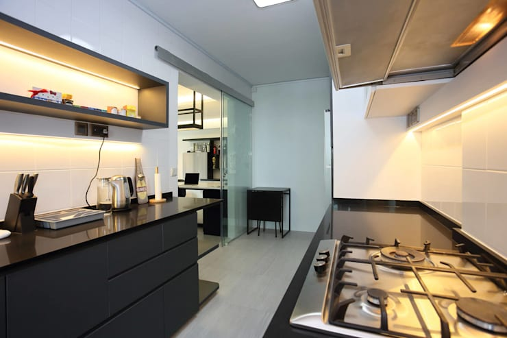 Kitchen:  Built-in kitchens by Monoloft, Minimalist