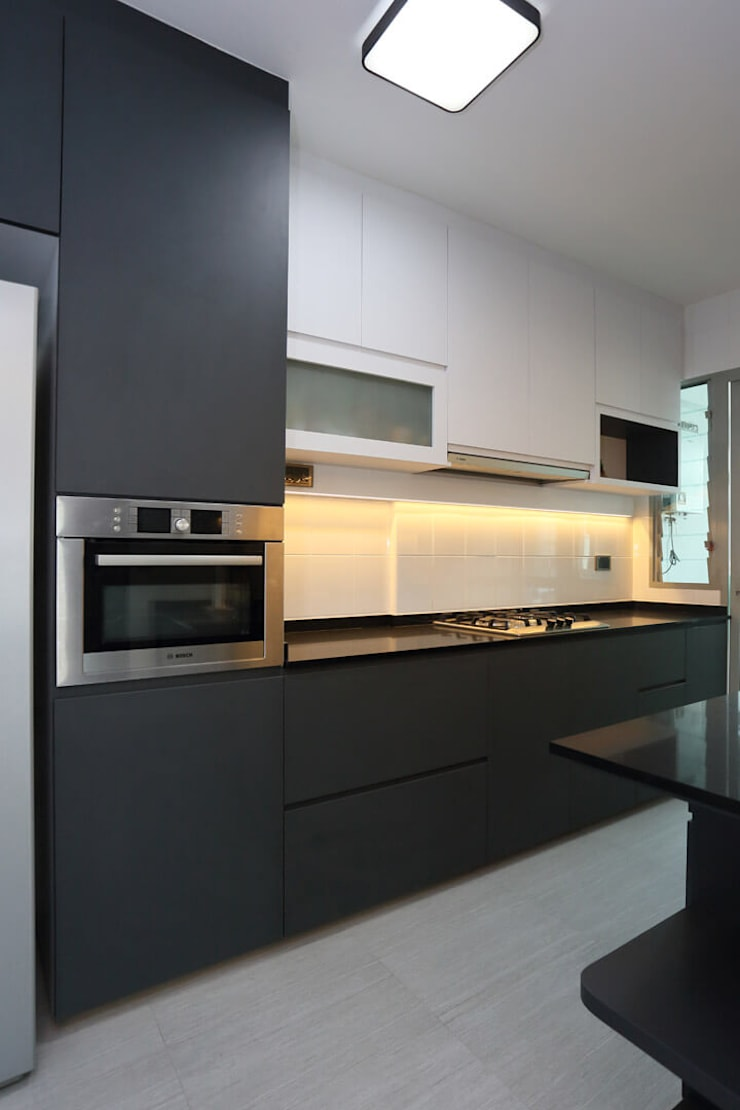 Kitchen area:  Built-in kitchens by Monoloft, Minimalist