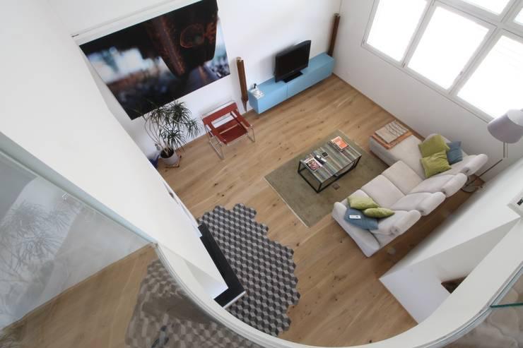 Salones de estilo  de Bolefloor , Moderno Madera Acabado en madera