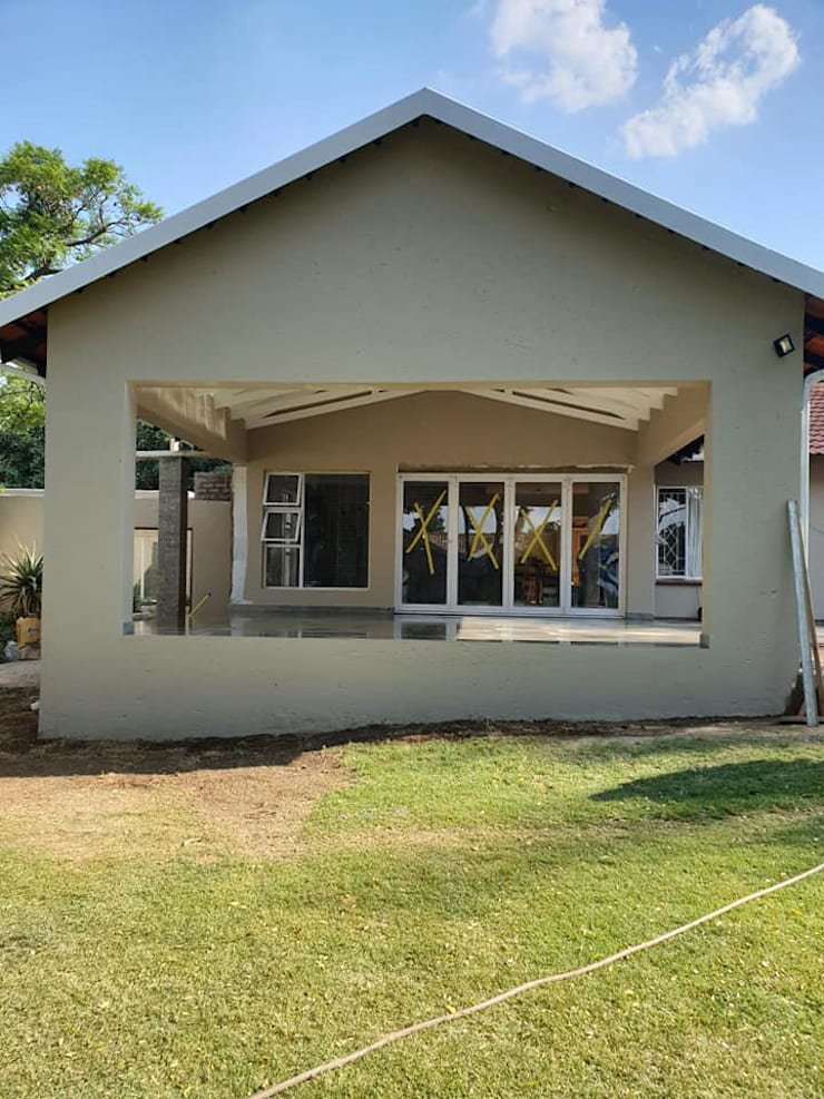 House Pinaard:   by Rykon Construction ,