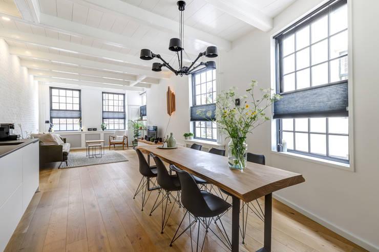 Living room by MIRA Interieur & Meubelontwerp, Minimalist