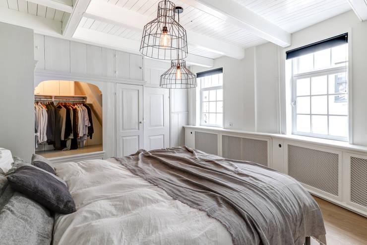 Bedroom by MIRA Interieur & Meubelontwerp, Modern