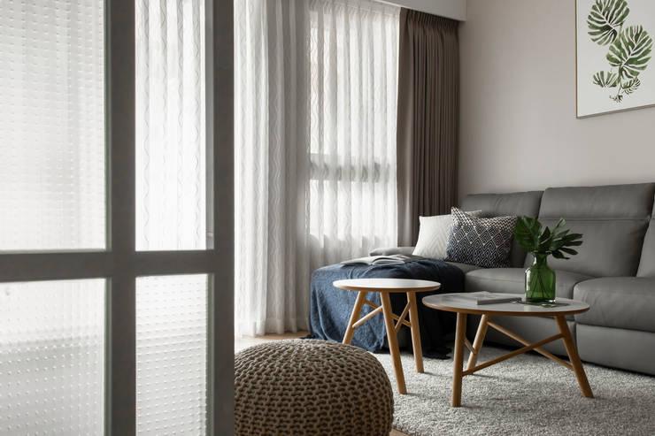 Living room by 引裏設計, Scandinavian
