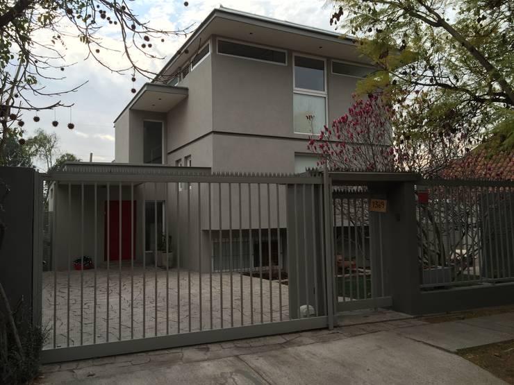 CASA CALIFORNIA: Casas de estilo  por ESTUDIO SUSTENTABLE
