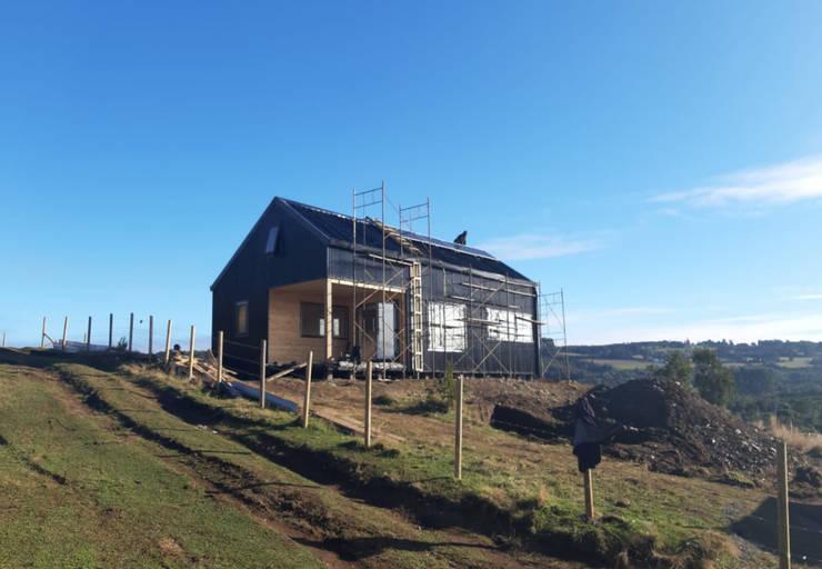 Loica Achao Isla de Chiloé: Casas prefabricadas de estilo  por Mawünko