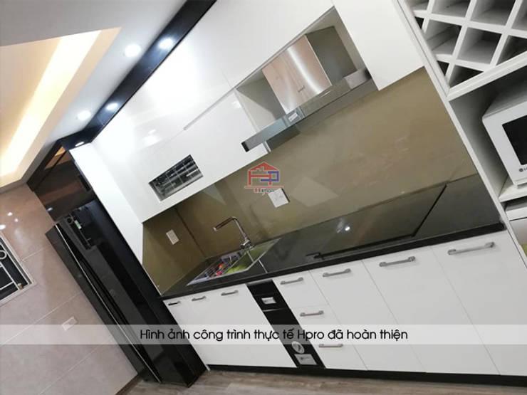 Hình ảnh thực tế bộ tủ bếp acrylic chữ I nhà chị Hằng - Tp.Vinh:  Kitchen by Nội thất Hpro,