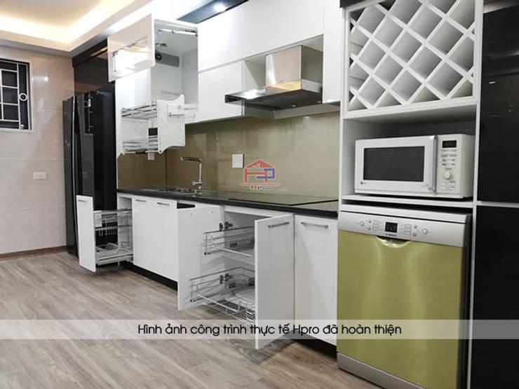 Hình ảnh thực tế bộ tủ bếp acrylic hiện đại nhà chị Hằng - Nghệ An:  Kitchen by Nội thất Hpro,