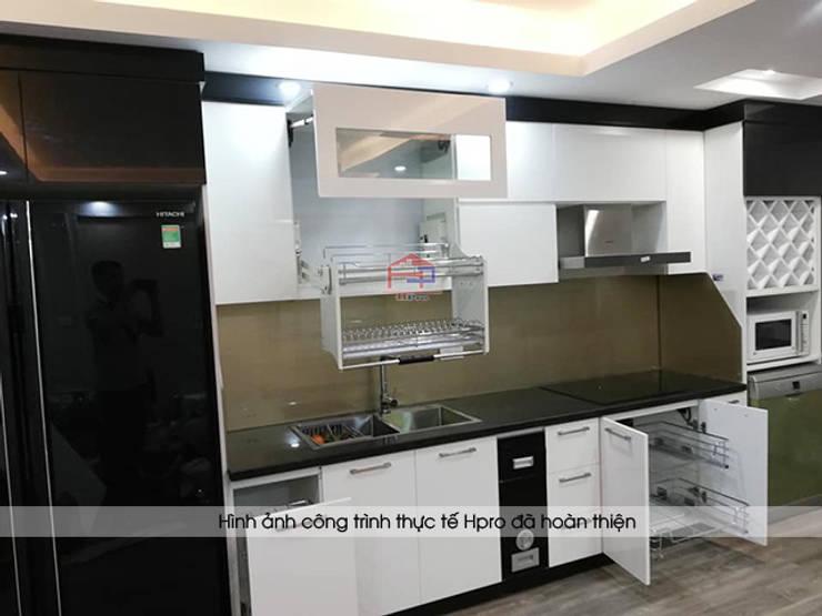 Hình ảnh thực tế bộ tủ bếp acrylic chữ I nhỏ gọn nhà chị Hằng - Nghệ An:  Kitchen by Nội thất Hpro,