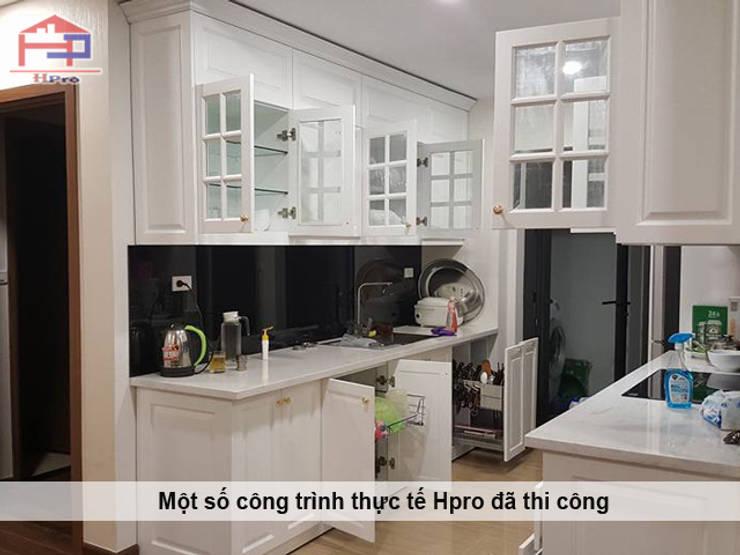 Hình ảnh thực tế bộ tủ bếp MDF lõi xanh sơn trắng phong cách tân cổ điển nhà chị Hoa - Kim Giang:  Kitchen by Nội thất Hpro,