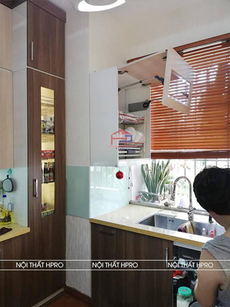 Hình ảnh thực tế bộ tủ bếp melamine chữ L nhà chị Thoa - Tây Hồ:  Kitchen by Nội thất Hpro,