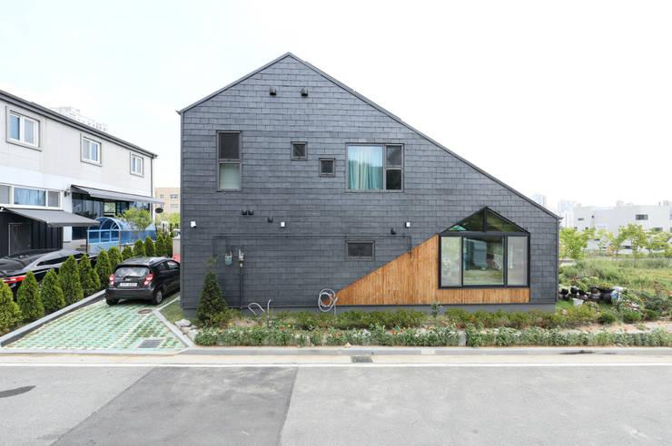 세종시주택 외관 (쿠파슬레이트 적용): 주택설계전문 디자인그룹 홈스타일토토의  전원 주택,