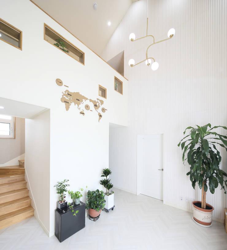세종시주택 락현재 거실: 주택설계전문 디자인그룹 홈스타일토토의  거실,