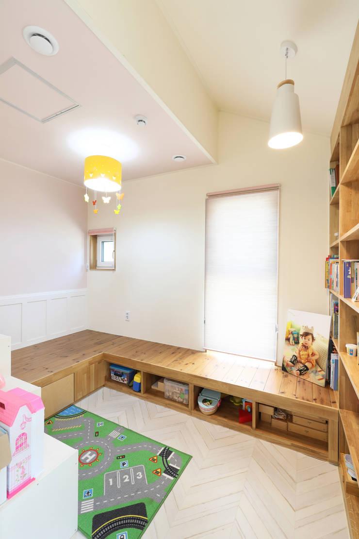 세종시주택 락현재 아이방: 주택설계전문 디자인그룹 홈스타일토토의  여아 침실,