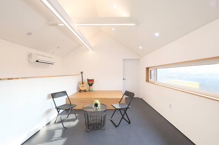 고양 오금동 더디퍼런스 외관 (사무실): 주택설계전문 디자인그룹 홈스타일토토의  서재 & 사무실,