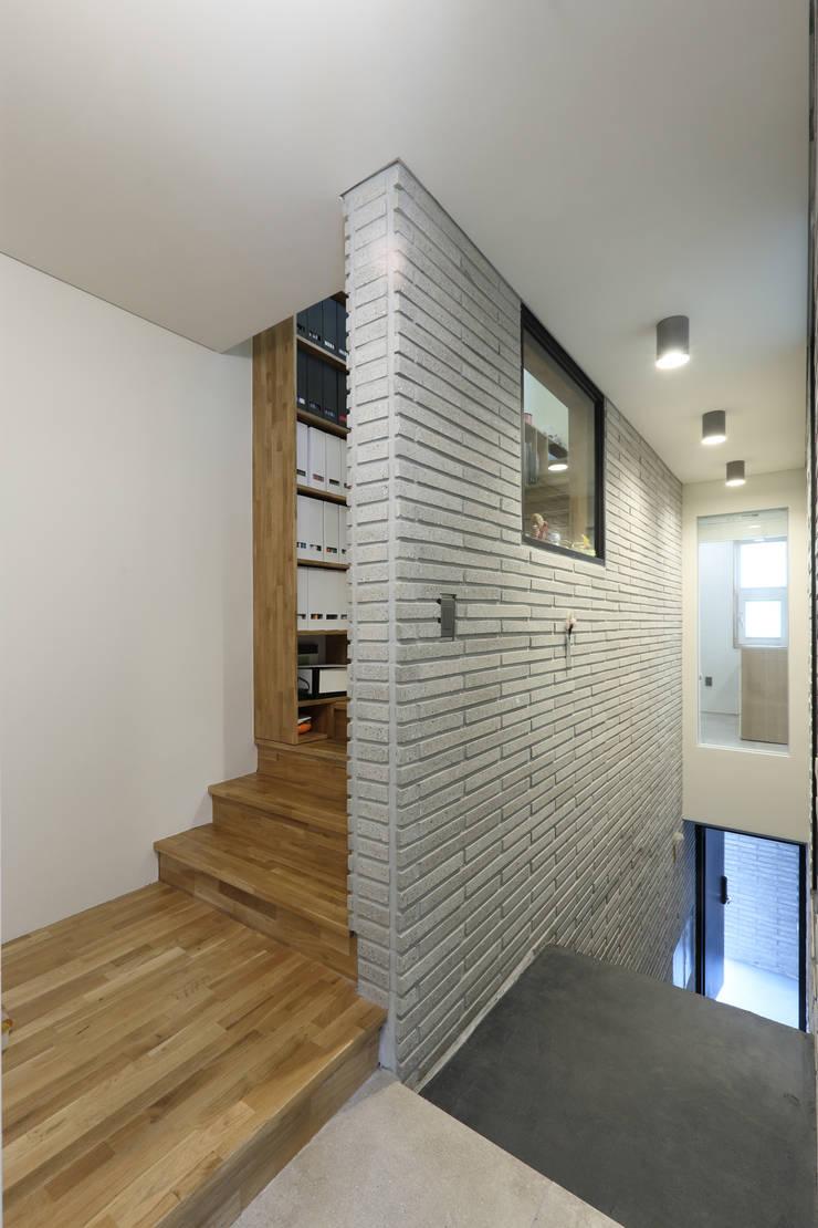 od 주택설계전문 디자인그룹 홈스타일토토 Nowoczesny Cegły