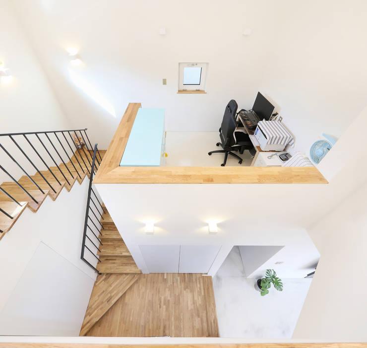 인천 계양구 단독주택, 동암재(洞巖齋) 게임방: 주택설계전문 디자인그룹 홈스타일토토의  계단,