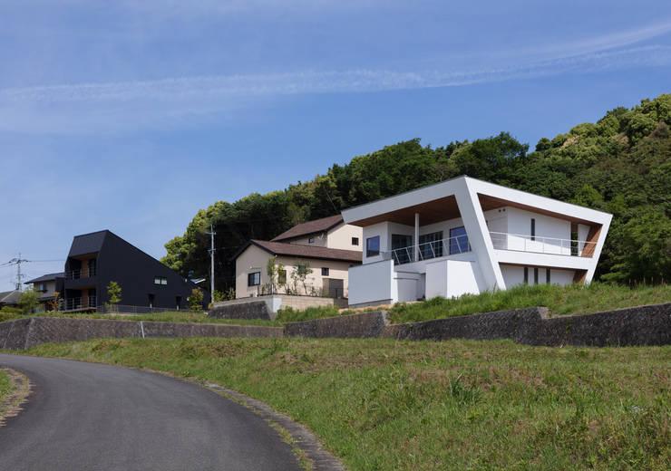 N12-house「回遊テラスのあるガレージハウス」: Architect Show co.,Ltdが手掛けた別荘です。,