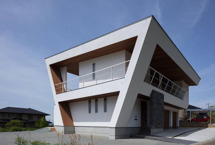 N12-house「回遊テラスのあるガレージハウス」: Architect Show co.,Ltdが手掛けた長屋です。,