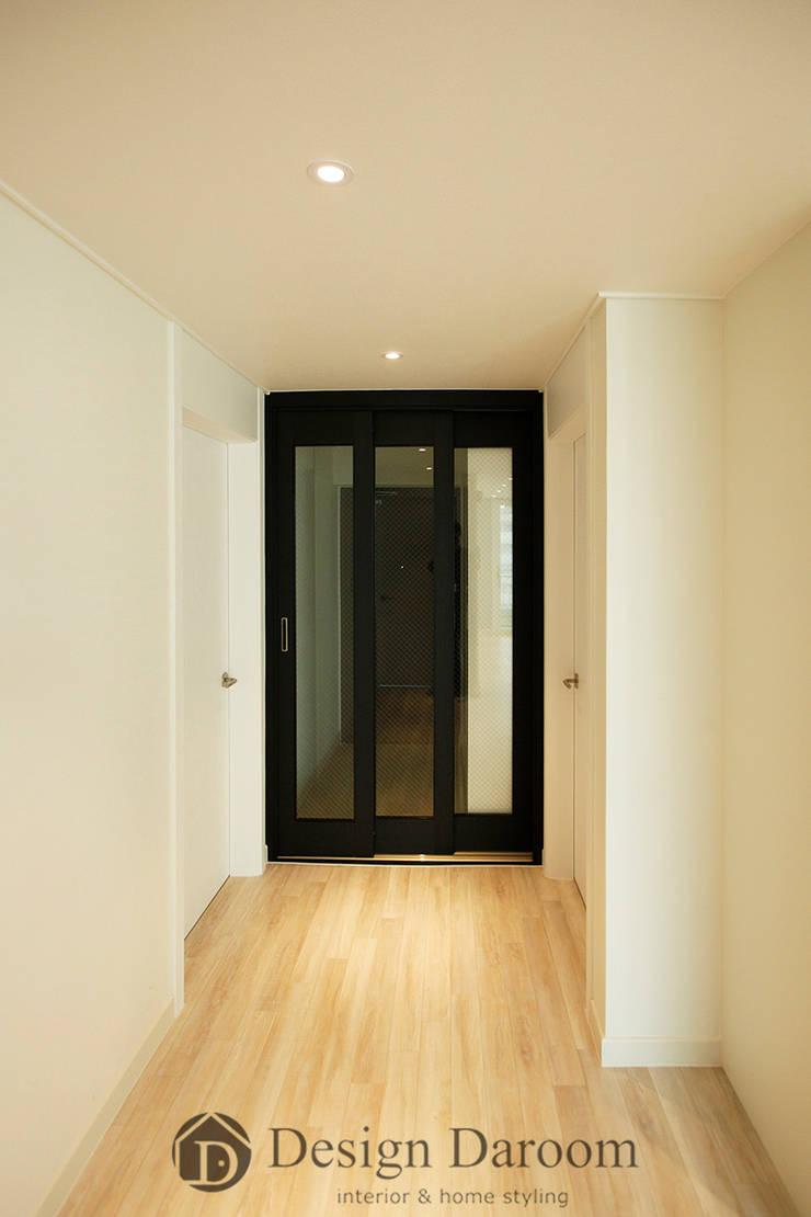쌍문동 신원2차 37py 복도: Design Daroom 디자인다룸의  복도 & 현관,