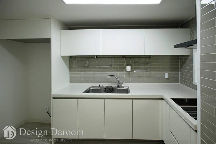 쌍문동 신원2차 37py 주방: Design Daroom 디자인다룸의  작은 주방,