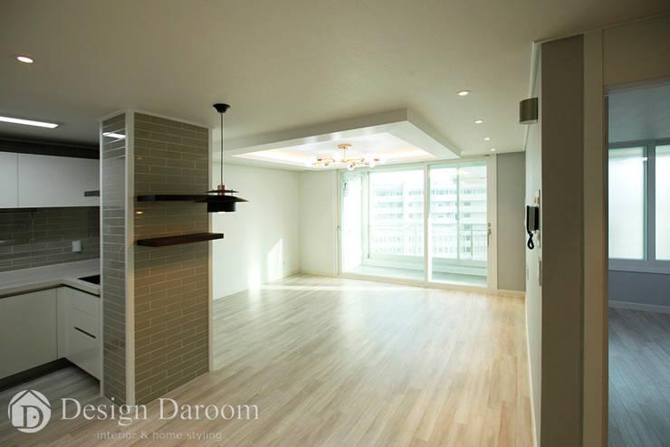쌍문동 신원2차 37py 거실: Design Daroom 디자인다룸의  거실,