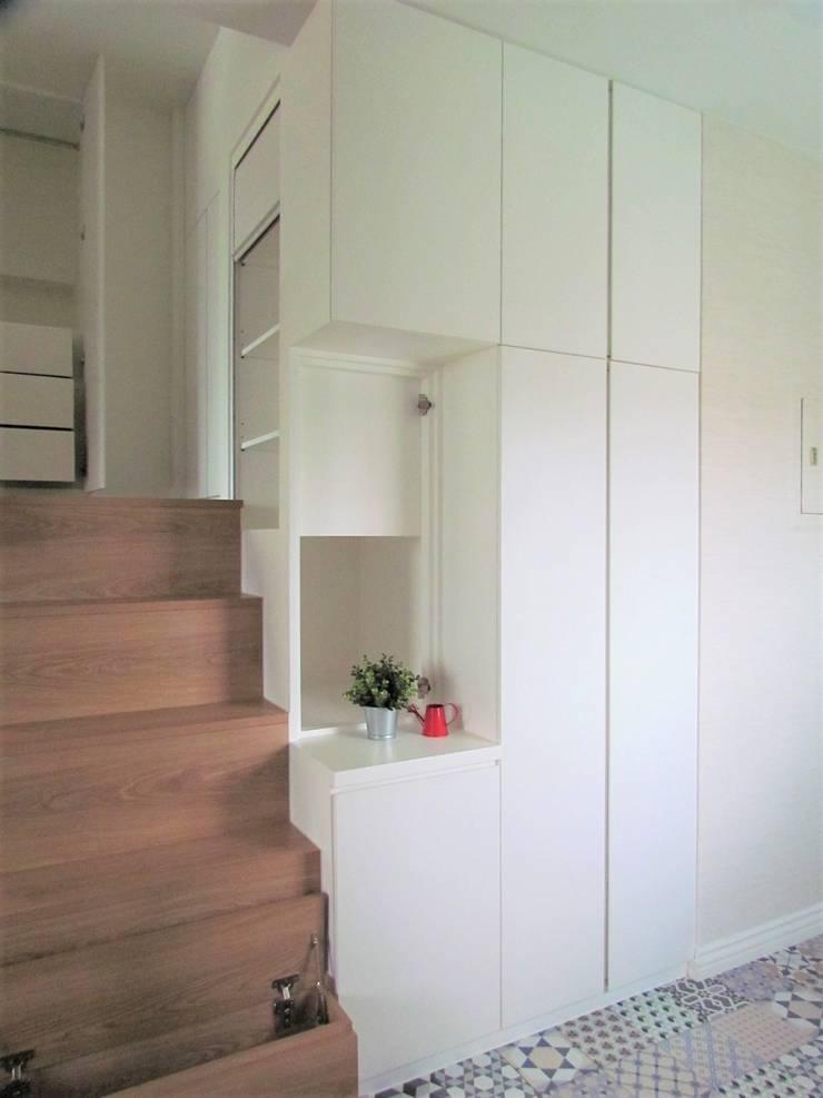 全室案例-台北市松山區:  走廊 & 玄關 by ISQ 質の木系統家具,