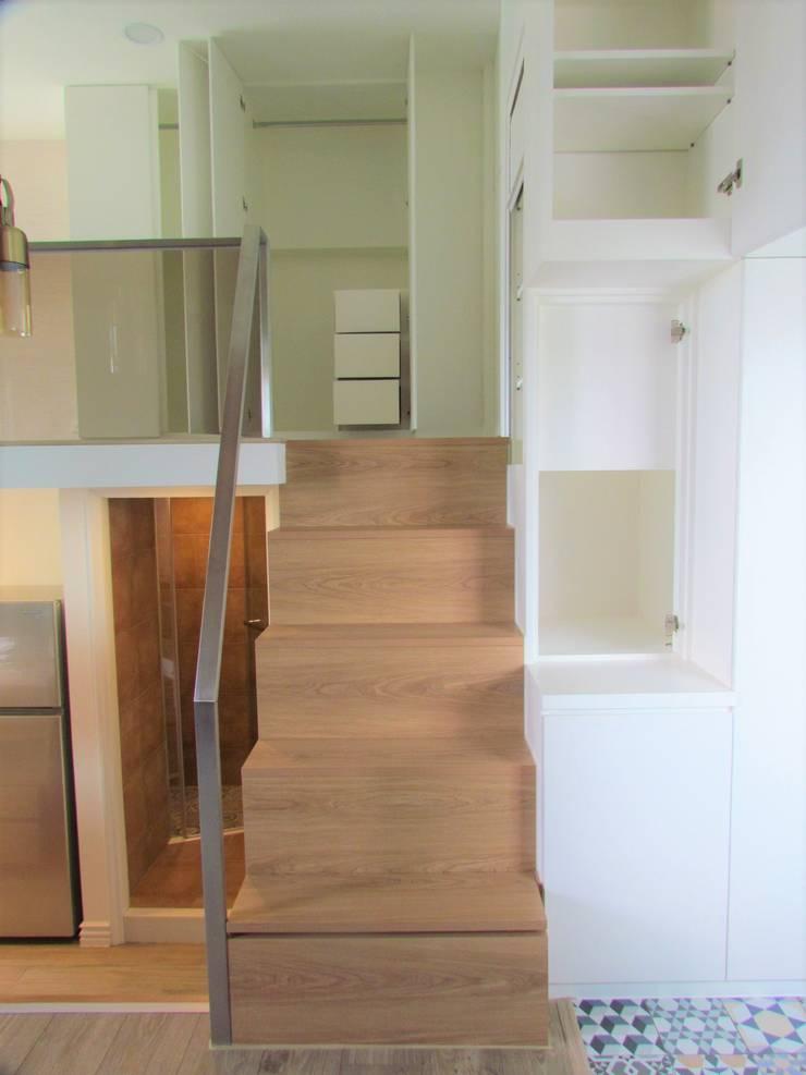 Living room by ISQ 質の木系統家具, Minimalist