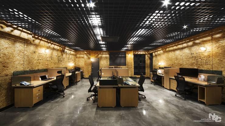씽크포비엘 오피스: 내츄럴디자인컴퍼니의  사무실,