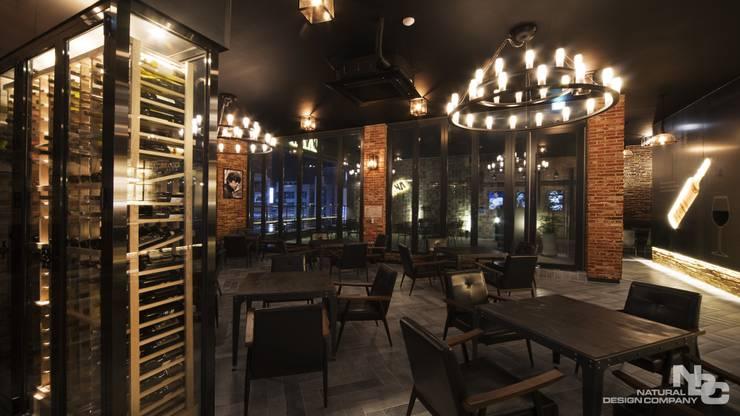 너바나 와인카페: 내츄럴디자인컴퍼니의  바 & 카페,