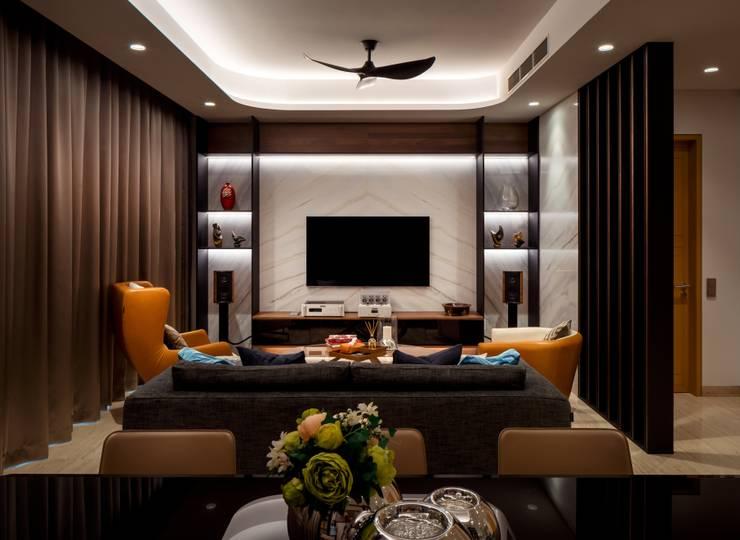 Bishopgate Residences:  Living room by Summerhaus D'zign