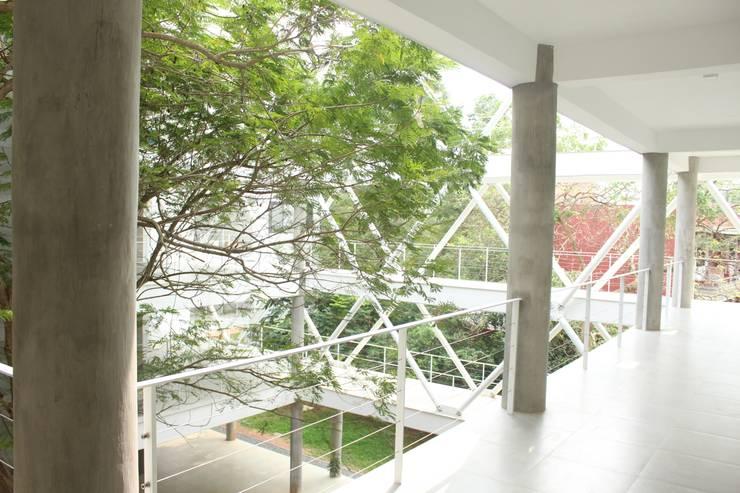 Corridor & hallway by imago architecture+design, Modern