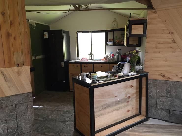 Casa Domo Antilhue,  Ruta Valdivia - Los Lagos:  de estilo  por Constructora Crowdproject, Rústico