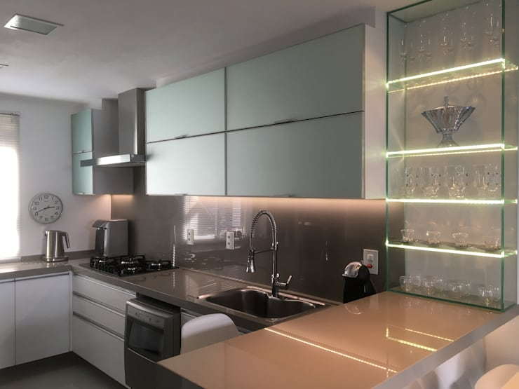 Kitchen by Paula Szabo Arquitetura, Modern