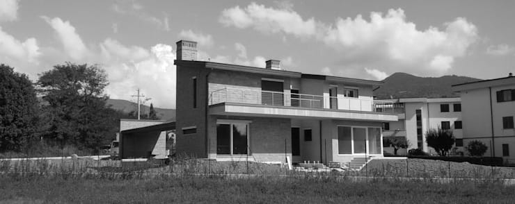 Casas de campo de estilo  por TuscanBuilding - Studio tecnico di progettazione, Clásico Arenisca