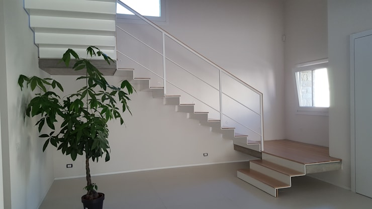 Cầu thang theo TuscanBuilding - Studio tecnico di progettazione, Kinh điển Sắt / thép
