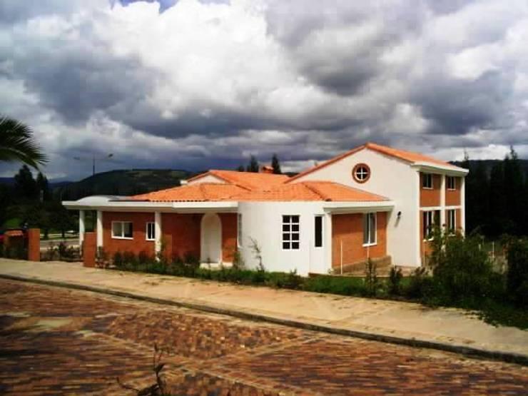 Casas de estilo  por MAVICO, Colonial