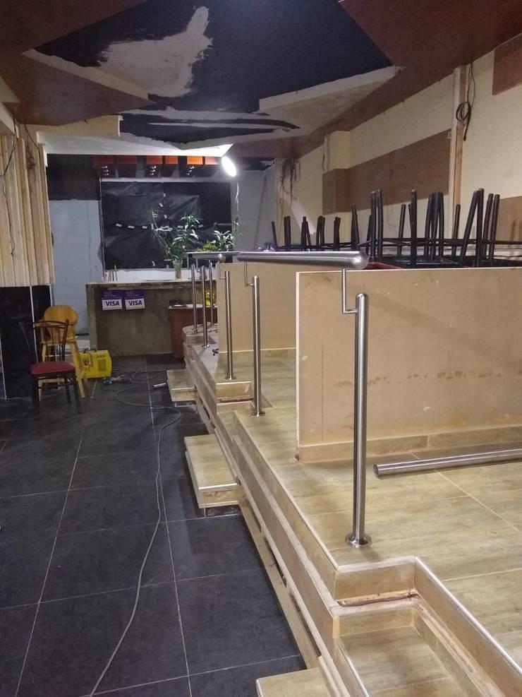 Tapiceria de moviliarios: Salas/Recibidores de estilo  por Decor amazonas