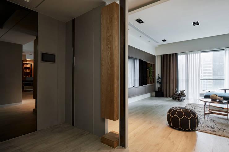 合康天賦:  走廊 & 玄關 by 耀昀創意設計有限公司/Alfonso Ideas,