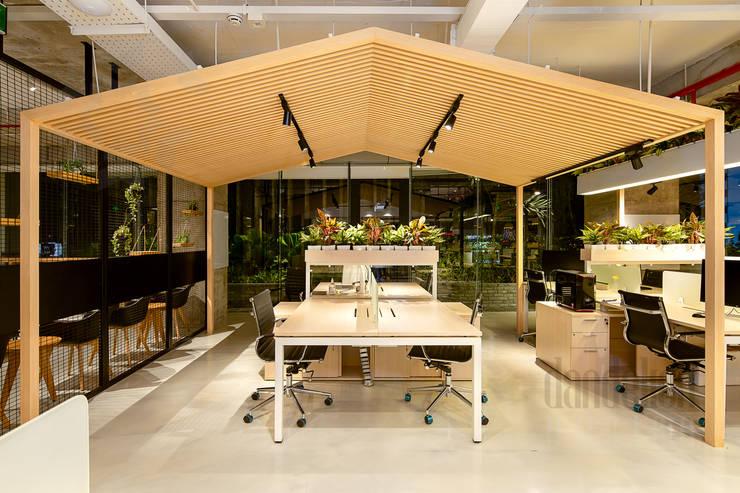 Thiết Kế Thi Công Nội Thất Văn Phòng BESPOKIFY FASHION-TECH ĐÀ NẴNG 3:  Văn phòng & cửa hàng by Dandelion Design Construction,